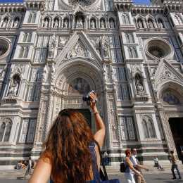 Tourists in Duomo square